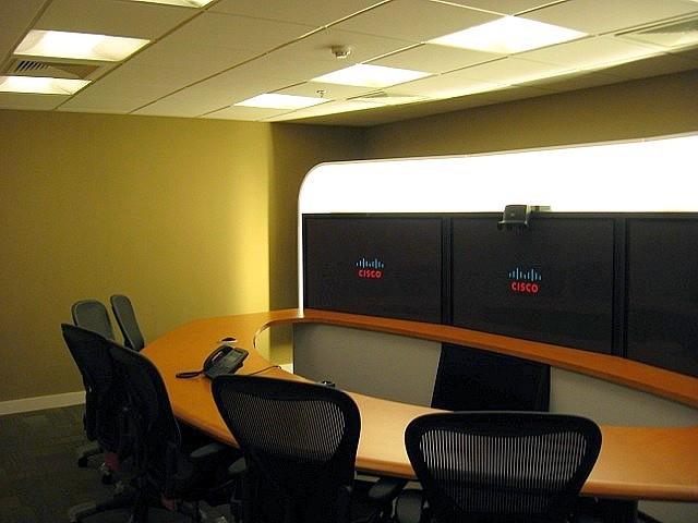 Sala de reuniões com telepresença